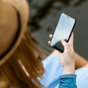 Blick von oben auf Smartphone