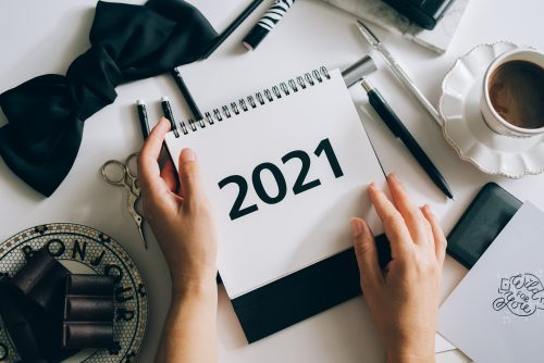 Ein Kalender, der die Zahl 2021 zeigt